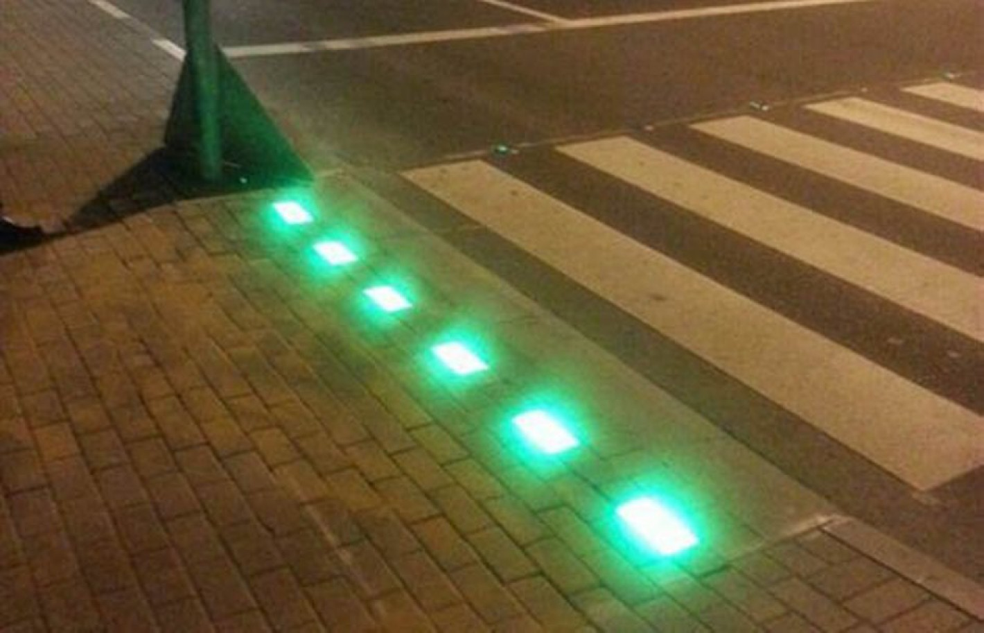 В Испании устанавливают наземные светофоры для пешеходов
