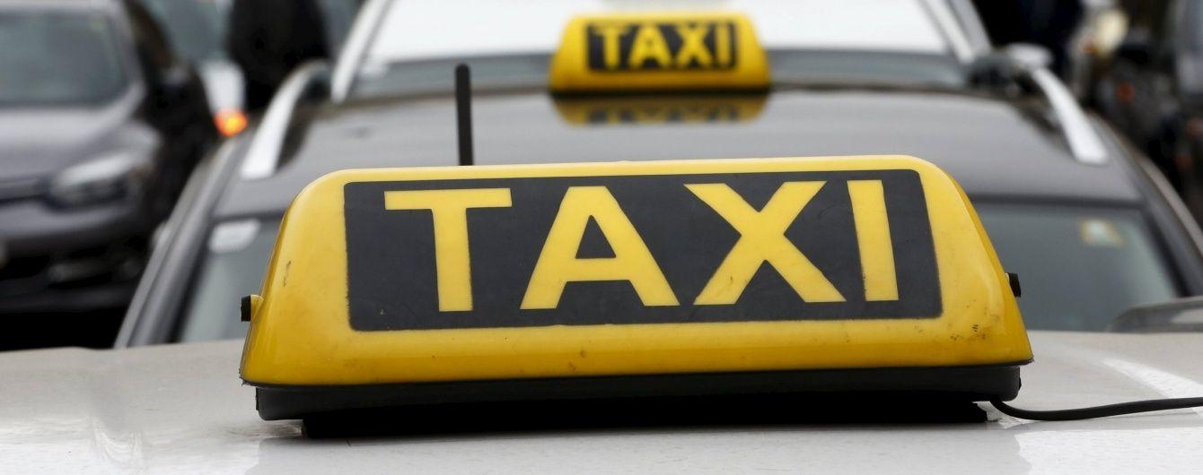 В Алматы штрафуют нелегальных таксистов